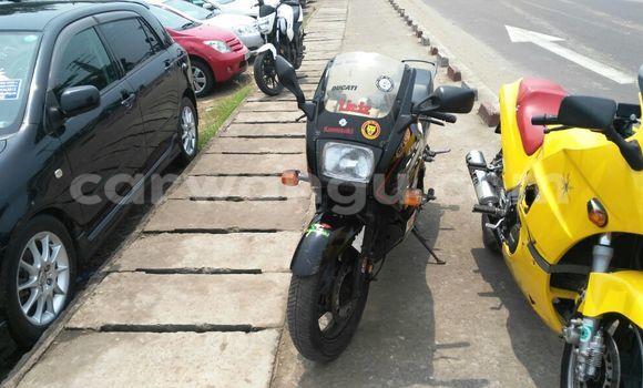 Acheter Moto Suzuki 750 Noir à Kalamu en Kinshasa
