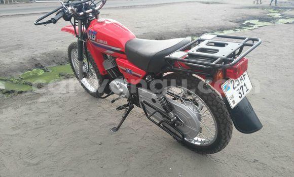 Acheter Moto Yamaha FZR Rouge en Kasa Vubu