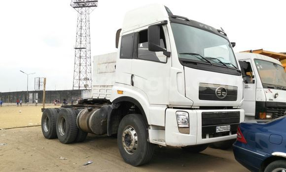 Acheter Utilitaire Iveco Cargo Blanc en Kalamu