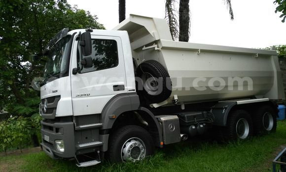 Acheter Utilitaire Mercedes Benz Actros 3340 Blanc à Ngaliema en Kinshasa