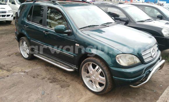 Buy Mercedes Benz ML-Class Green Car in Kalamu in Kinshasa