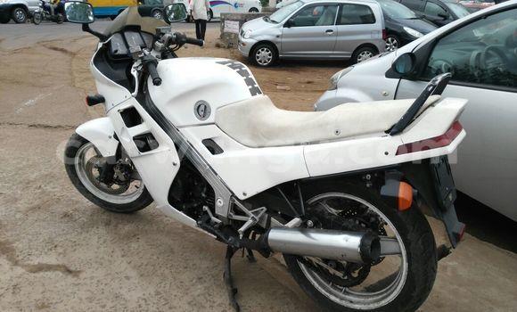 Acheter Moto Honda RR1000 Blanc en Kalamu