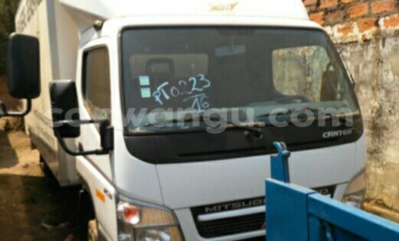 Acheter Voiture Mitsubishi Canter Fuso Blanc en Lubumbashi