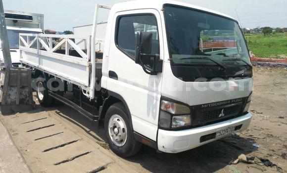 Acheter Voiture Mitsubishi Canter Fuso Blanc en Kalamu