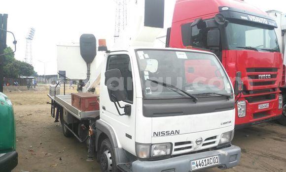 Acheter Utilitaire Nissan Cabstar Blanc à Kalamu en Kinshasa