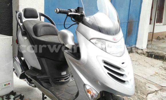 Acheter Moto Kymco Grand Dink Gris en Kalamu