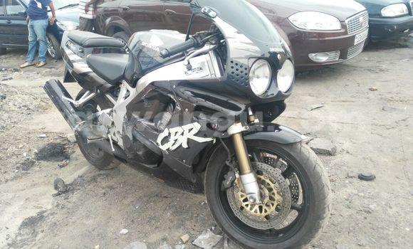 Acheter Moto Honda CBR Noir à Kasa Vubu en Kinshasa