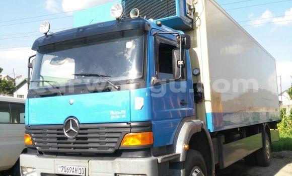 Acheter Utilitaire Mercedes Benz Truck Bleu en Limete