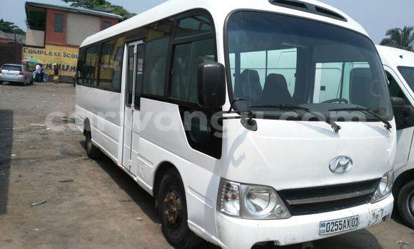 Acheter Voiture Hyundai County Blanc en Kasa Vubu