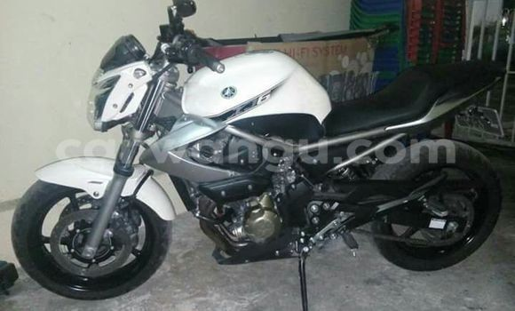 Acheter Moto Yamaha XJ6 Blanc à Gombe en Kinshasa