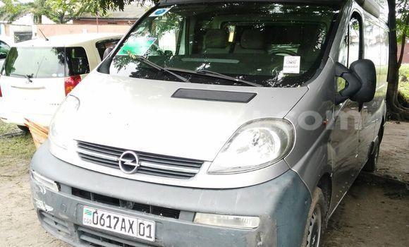 Acheter Voiture Opel Vivaro Gris en Limete