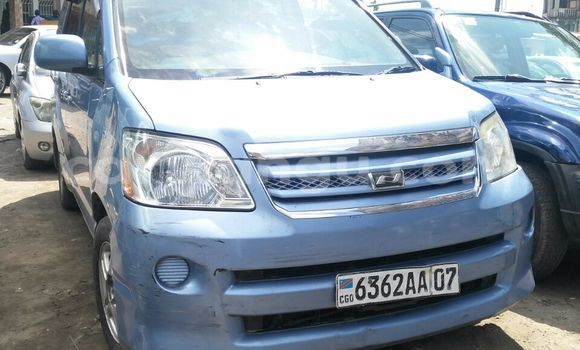 Acheter Voiture Toyota Noah Bleu en Bandalungwa
