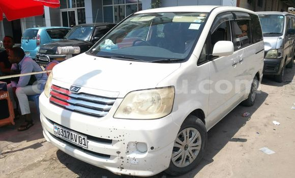 Acheter Voiture Toyota Noah Blanc en Kinshasa