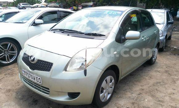 Acheter Voiture Toyota Vitz Vert en Kalamu