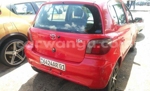 Acheter Voiture Toyota Vitz Rouge en Kalamu