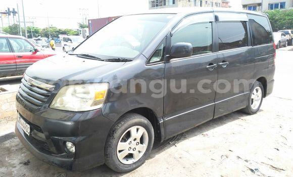 Acheter Voiture Toyota Noah Gris en Kinshasa