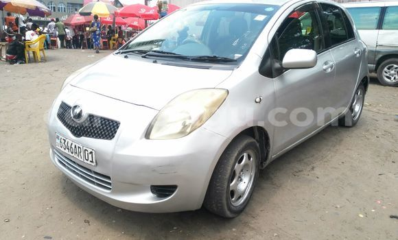 Acheter Voiture Toyota Vitz Gris en Ndjili