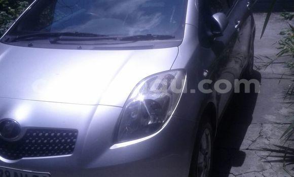 Acheter Voiture Toyota Vitz Gris en Lingwala