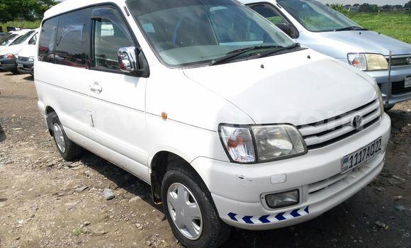 Acheter Voiture Toyota Noah Blanc en Kalamu