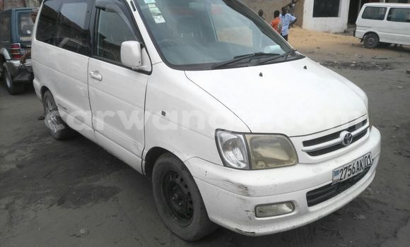 Acheter Voiture Toyota Noah Blanc en Kasa Vubu