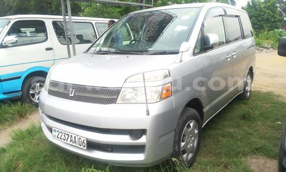 Acheter Voiture Toyota Voxy Gris en Limete