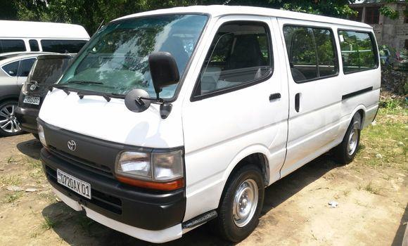 Acheter Voiture Toyota Hiace Blanc en Kalamu