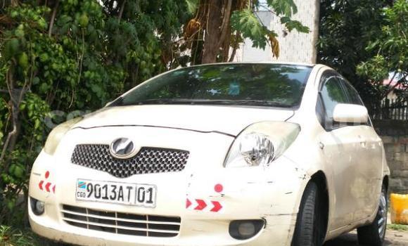 Acheter Voiture Toyota Vitz Beige en Bandalungwa
