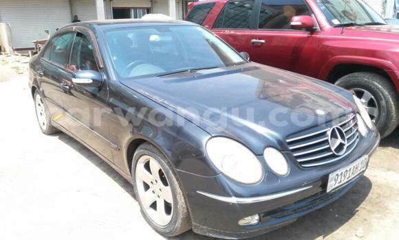 Acheter Voiture Mercedes Benz E-Class Bleu en Kinshasa