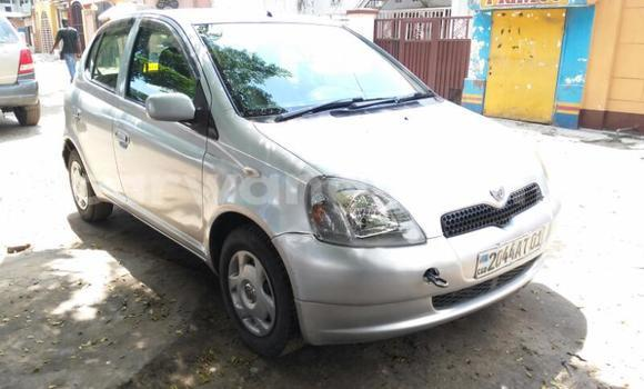 Acheter Voiture Toyota Vitz Gris en Lemba