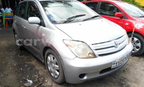 Acheter Voiture Toyota IST Gris en Lemba