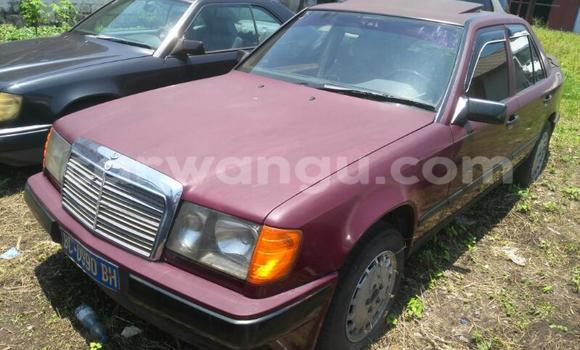 Acheter Voiture Mercedes Benz 190 Rouge en Kinshasa