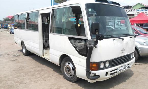 Acheter Utilitaire Toyota Coaster Blanc à Kinshasa en Kinshasa