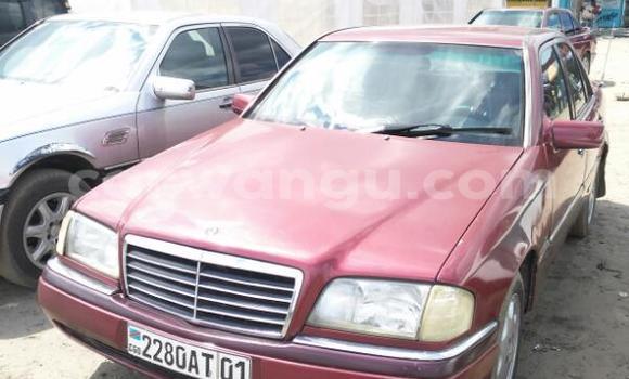 Acheter Voiture Mercedes Benz C-Class Rouge en Limete