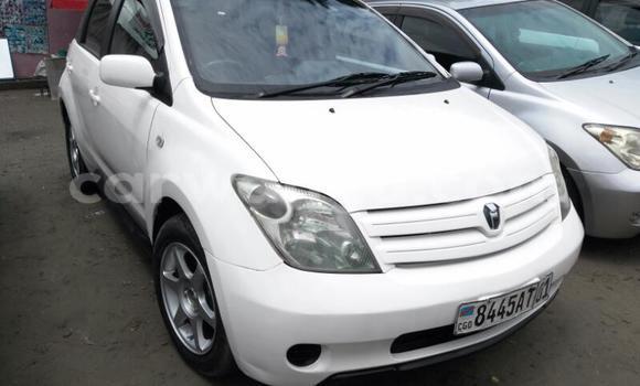 Acheter Voiture Toyota IST Blanc en Ndjili