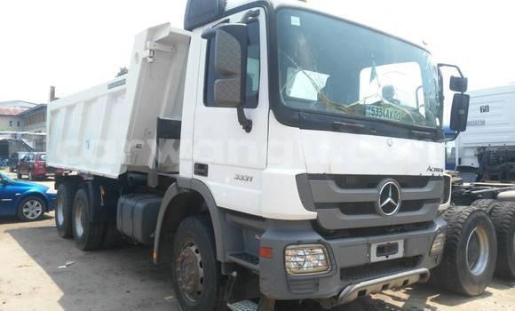 Acheter Utilitaire Mercedes Benz Actros 3331 Blanc en Kalamu