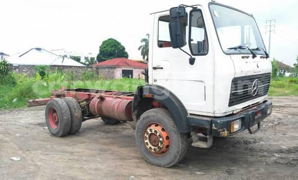 Acheter Utilitaire Mercedes Benz 2628 Blanc à Limete en Kinshasa