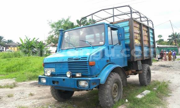 Acheter Utilitaire Mercedes Benz Minimogue Bleu à Limete en Kinshasa