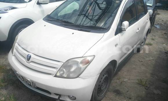 Acheter Voiture Toyota IST Blanc en Kasa Vubu