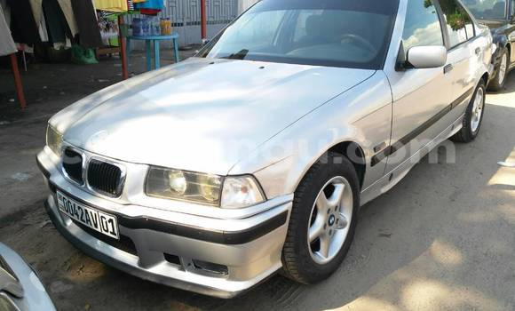 Acheter Voiture BMW 320i Gris à Bandalungwa en Kinshasa