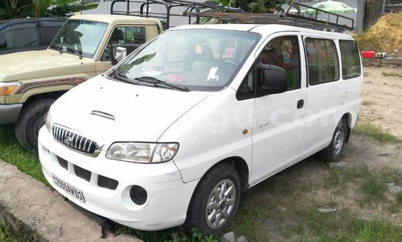 Acheter Voiture Hyundai H1 Blanc en Limete
