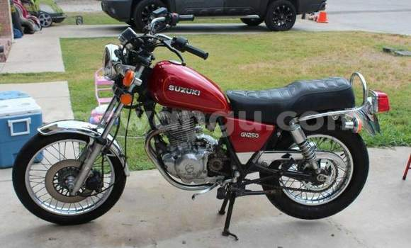 Acheter Moto Suzuki 750 Rouge à Kalamu en Kinshasa