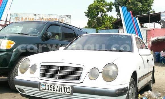 Acheter Voiture Mercedes Benz 220 E Blanc en Bandalungwa
