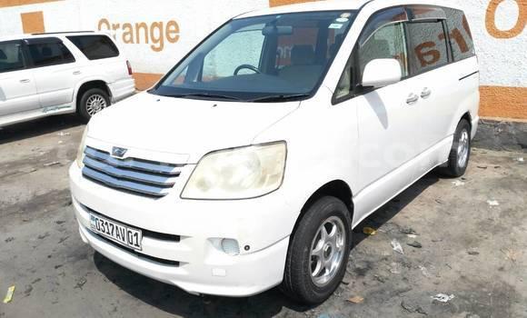 Acheter Voiture Toyota Noah Blanc en Bandalungwa