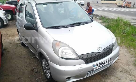 Acheter Voiture Toyota Yaris Gris en Kalamu
