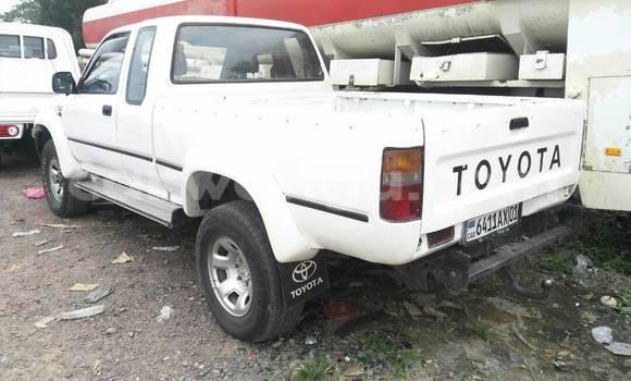 Acheter Voiture Toyota Hilux Blanc en Kalamu