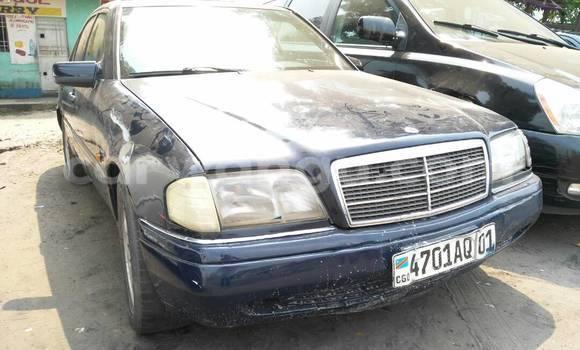 Acheter Voiture Mercedes Benz C-Class Bleu en Lemba