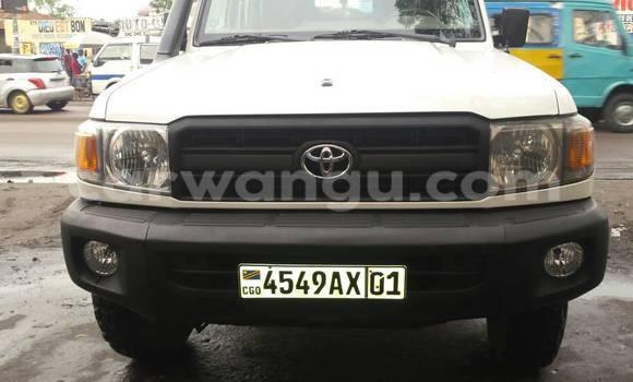 Acheter Voiture Toyota Land Cruiser Blanc en Gombe