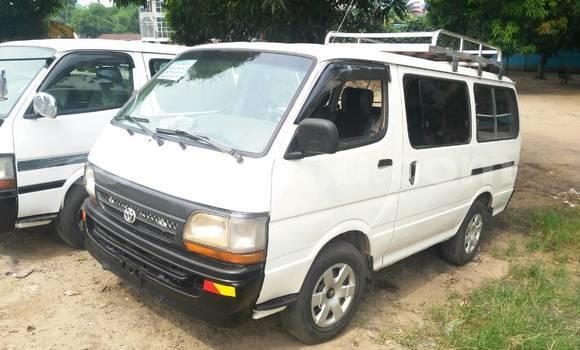 Acheter Voiture Toyota Hiace Blanc en Lemba