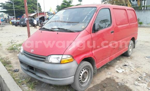 Acheter Voiture Toyota Hiace Rouge en Lemba