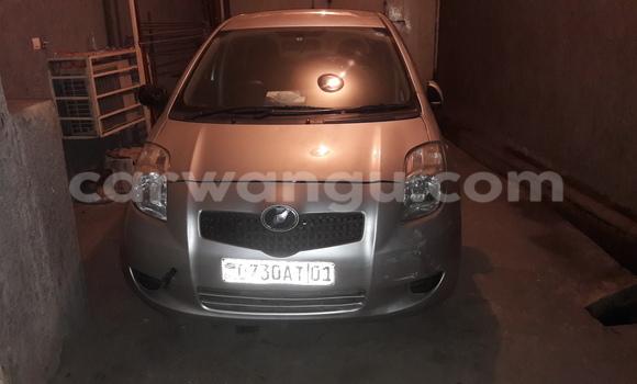 Acheter Voiture Toyota Vitz Gris en Ngaliema